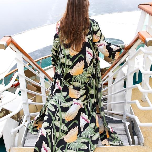 Sweaters - Love & Harmony satin tropical floral kimono